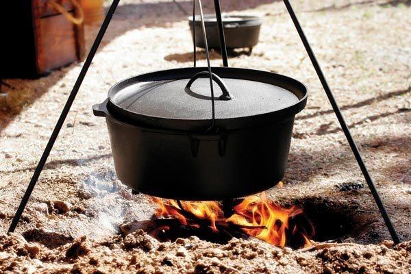 Litinové grilovací nádobí Camp Chef - vysoká kvalita a užitná hodnota za příznivé ceny (zde univerzální litinový hrnec Classic Dutch Oven)