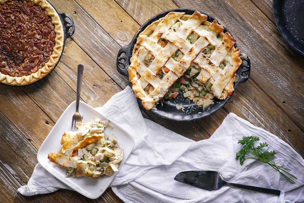 Litinové grilovací nádobí Camp Chef - vysoká kvalita a užitná hodnota za příznivé ceny (zde litinový pekáč na koláč)