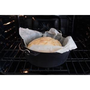 Univerzální litinový hrnec Camp Chef Dutch Oven 25 cm bez nožiček s poklicí