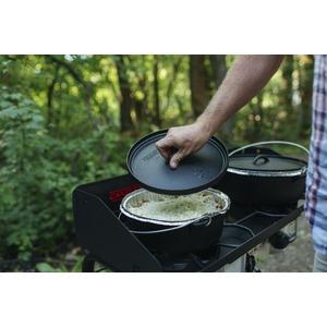 Plynový vařič Camp Chef EXPLORER STOVE 30 MB - příklad využití litinových hrnců Dutch Oven