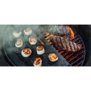 Oboustranný litinový rošt Kamado Joe - litinový půlměsíc nejen pro dokonalé steaky