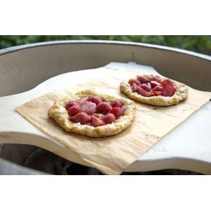 Keramický pizza stojan ConvEGGTor - multifunkční pomocník, který chrání a peče